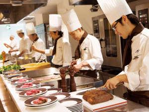 富士山を一望できる宿 ホテルグリーンプラザ箱根:ライブキッチンではパスタやローストビーフなど洋食、お寿司や天ぷらなど出来立てをご提供致します。