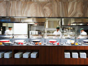 クインテッサホテル大阪ベイ(旧ホテル・ラ・レゾン大阪):ワイン&ダイニング「エマブル」オープンキッチン