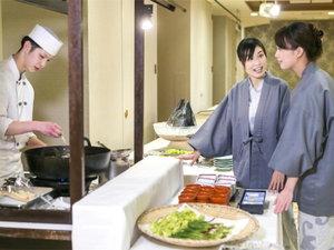 つなぎ温泉 ホテル紫苑:季節、郷土にちなんだ「食べ放題コーナー」6種のアイスも食べ放題です♪