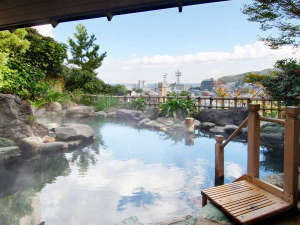 伊豆 伊東温泉 陽気館:高台にある 自家源泉かけ流しの露天風呂。基本混浴ですが、女性専用時間もございます♪
