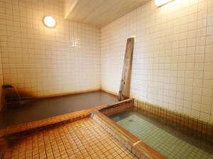 増富ラジウム温泉 三英荘:*温泉/「源泉浴槽」と「上がり湯」を組み合わせて入浴していただくのが増富式!