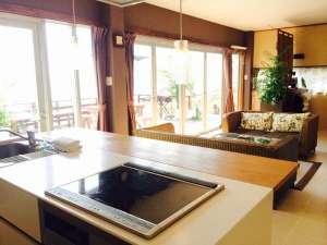 Suite Terrace 石垣島:IHキッチンも、もちろんオーシャンビューです。
