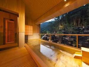 いにしえの宿 伊久 <共立リゾート>:【大浴場 杜の湯】檜の香りが漂う大浴場は、森の緑とは対照的な温かみのあるつくりとなっています