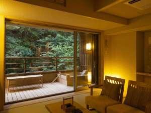 いにしえの宿 伊久:【和洋スイート】お部屋と露天風呂には、内宮へと続く森の清らかな空気が漂います