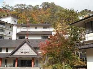 湯西川温泉 ホテル湯西川:紅葉を迎えた ホテル湯西川