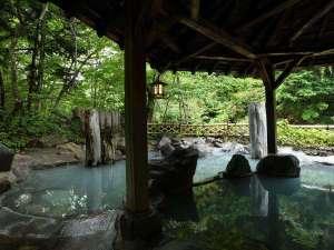 加仁湯:【第一女性専用露天風呂】木々や風の音を聞きながらゆったり露天風呂で癒しの時。自然を独り占め