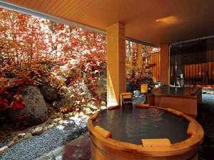 層雲峡温泉 朝陽リゾートホテル:【大自然の湯「鳥の声」】紅葉に包まれた露天風呂。自然の息吹を感じながら入る露天風呂は至福のひととき