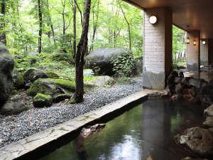 層雲峡温泉 朝陽リゾートホテル:【大自然の湯「川の囁き」】石狩川のせせらぎを聞きながら湯浴みを楽しめます