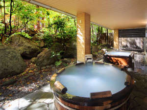 層雲峡温泉 朝陽リゾートホテル:【大自然の湯「鳥の声」】湯の花が浮かぶ濁り湯を大自然の中で堪能