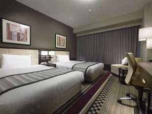 ホテルサンルートプラザ新宿:<客室例>スタンダードツイン 23.1㎡のお部屋に121cmのベッドが2台ございます。