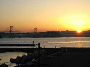 旅館 いび:鳴門海峡に沈む夕日!!