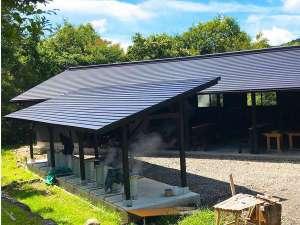 蒸し工房OPEN。日帰り入浴&宿泊無料で利用可。立ち寄りは700円。食材、器具は別途有料貸出。