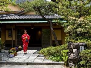 三慶園:色浴衣でお月見をお楽しみください