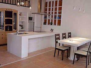 よんな よんな:アイランドキッチン&ダイニングテーブルです。