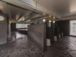 男性大浴場洗い場 15:00から25:00 6:00から10:00