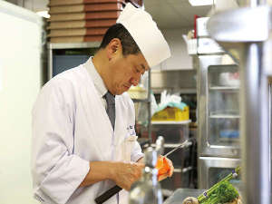 和食料理長 久保田が丹念に仕上げた瀬戸内会席をお召し上がり下さい。