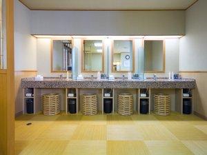 大浴場「脱衣所」★常に清潔に心掛けております。
