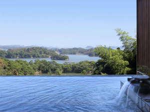 ホテル松島大観荘:露天風呂≪昼≫ 松島湾の眺望とともにゆったりとお寛ぎ下さい。
