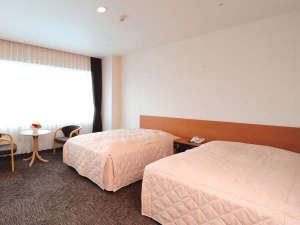 ヘルスピア倉敷:【洋室ツイン一例】広めのお部屋なのでリラックスしてお過ごしいただけます