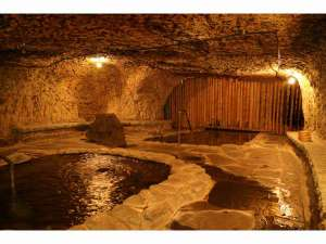 ブリーズベイ修善寺ホテル(BBHグループ):「頑固親父が作り上げたこだわりの洞窟風呂…名付けて「巌窟風呂」脚本家の倉本聰氏の言葉が由来です。」
