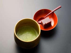 *チェックイン時には、東山温泉名物の羊羹と、抹茶のサービスがございます♪