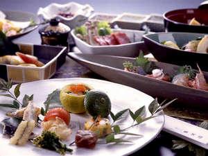 由布院温泉 ゆふいん山水館:■お料理一例■旬の素材を使った12品の会席。「肉・魚・野菜のバランスが良くボリューム満点」と好評です♪