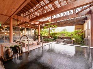 由布院温泉 ゆふいん山水館:*あさぎりの湯/由布岳・由布院盆地を見渡せる大パノラマが自慢の露天風呂。
