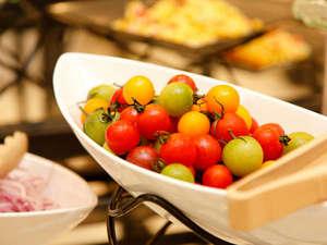 和食・洋食を取り合わせたブッフェ形式のご朝食(一例)
