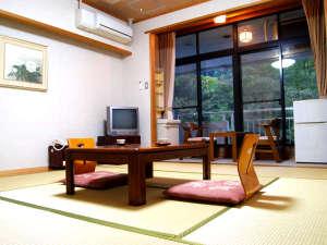 波賀不動滝公園 楓香荘:和室でごゆっくりとお過ごし下さい。