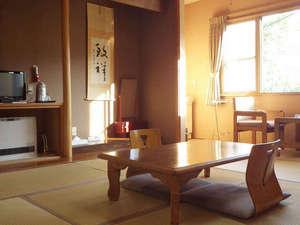 新見温泉 秘湯の宿 新見本館:*【和室一例】静かで落ち着きのある和室。手つかずの長閑な自然風景を眺めながら、お寛ぎいただけます。