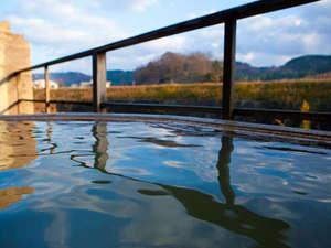 万象の湯 湯治場棟:【芹川の音】自然の中に浸っているような心地のいい湯