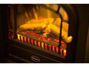THE HOTEL KIYOMIZU 御所西:冬場に登場する暖炉は気持ちをゆったりしてくれます。