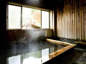 民宿あづまや荘:木の温もりがいっぱい。内湯(例)