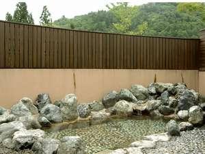 トヨタ白川郷自然学校:【露天風呂】晴れた日には満天の星空を眺めることができます☆☆☆