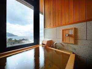 男鹿桜島リゾートHOTELきららか:【天然温泉100%内湯付き和洋室・ツインルーム】内湯からの展望