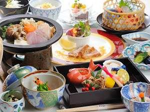 男鹿桜島リゾートHOTELきららか:料理長自慢の懐石料理 ※季節や仕入状況によって内容は変わる為、写真は一例になります