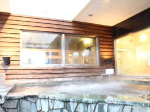 サウナ&カプセルホテル ダンディ:大都会上野に露天風呂が登場!忙しい毎日の中、ひと時の癒しを感じてください。