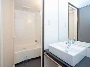 レッドプラネット 沖縄 那覇:嬉しいバストイレ別のセパレートタイプ。足を伸ばして湯ったりと・・