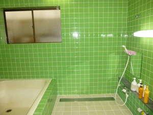 民宿割烹かね八:5~6人が一度に入れるお風呂