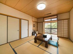 8畳の和室。お布団でゆっくり眠りたい方には最適です!
