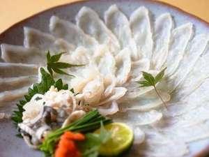 ねこと美食の宿 てしま旅館:山口県冬の名物「ふく刺し」
