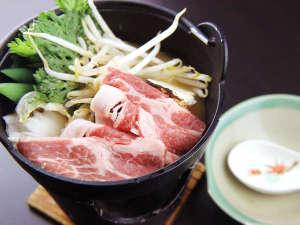 塩山温泉 旅館ゆばた:味噌ダレで煮込んだすき焼き風「ゆばた鍋」