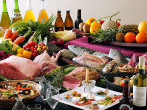 ホテル 宮島別荘:奥田政行シェフプロデュースによる、伝統の味と新しい味をミックスした、楽しい料理をお楽しみください。