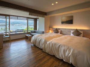 """【海スタイル◇セミダブル】大きな窓から見える""""宮島の海""""の景色を独り占めする贅沢な時間を思う存分に。"""
