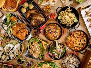 """地元の食材をふんだんに使った斬新なお料理の数々。""""お好きなものをお好きなだけ""""お楽しみください。"""