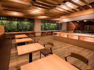 【島の台所-SHiMA CLASSiC-】解放感のあるオープンキッチンで、できたて料理をお届けします