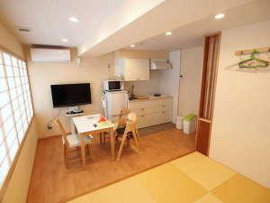 コンドミニアムホテル 欅庵東京日本橋:2名用の室内。東京では珍しい30㎡のゆとりある空間。和室ではごろんとリラックスできます