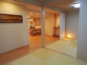 コンドミニアムホテル 欅庵東京日本橋:4名用和室2。ふすまで隔てて部屋をしっかり分けることができます