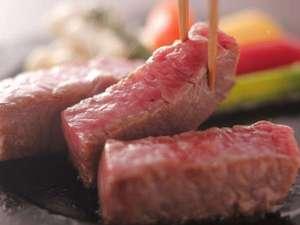 夕日ヶ浦温泉 大人専用の宿 佳松苑はなれ風香:但馬牛ステーキ。お好みの焼き加減でどうぞ