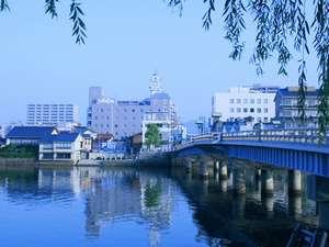 銘橋「松江大橋」の北詰の立地は江戸時代から「水都松江」の最高の立地!今も変わらずそしてこれからも♪